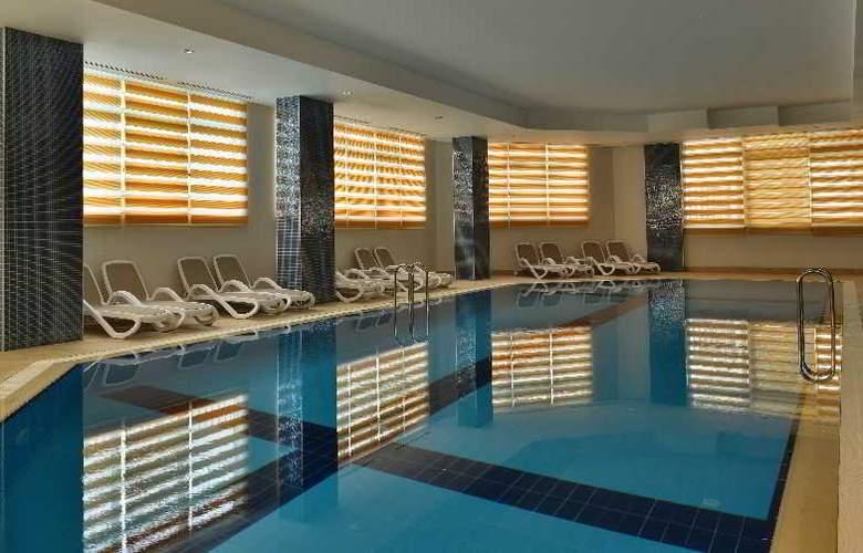 Side Crown Serenity - Pool - 3