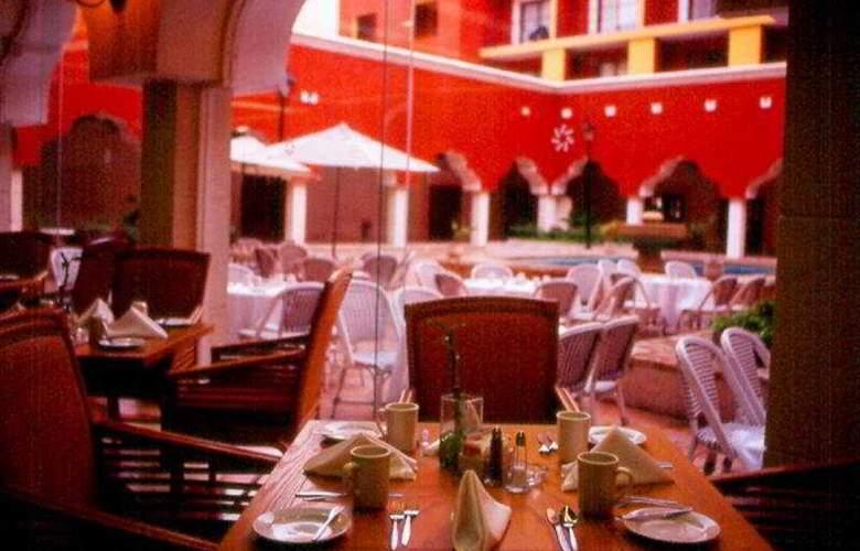 Holiday Inn Merida - Restaurant - 8