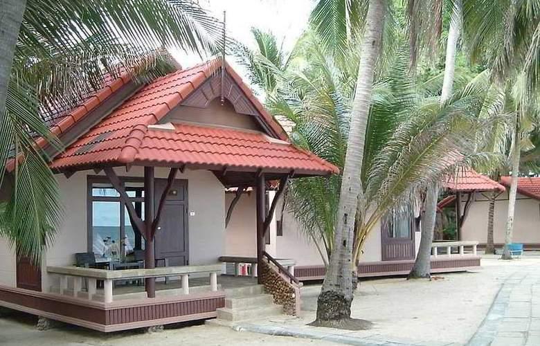 First Bungalow Beach Resort - Hotel - 0
