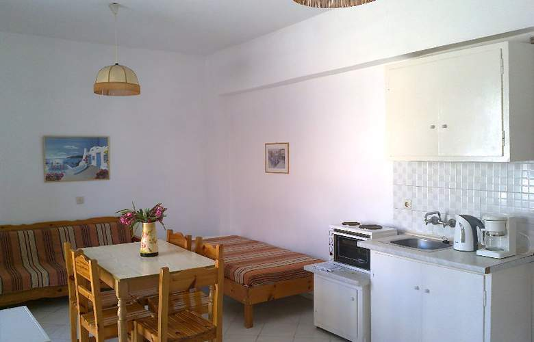 Beach Front Salvanos - Room - 1
