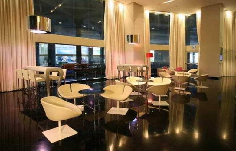 Crowne Plaza City Center - Bar - 7