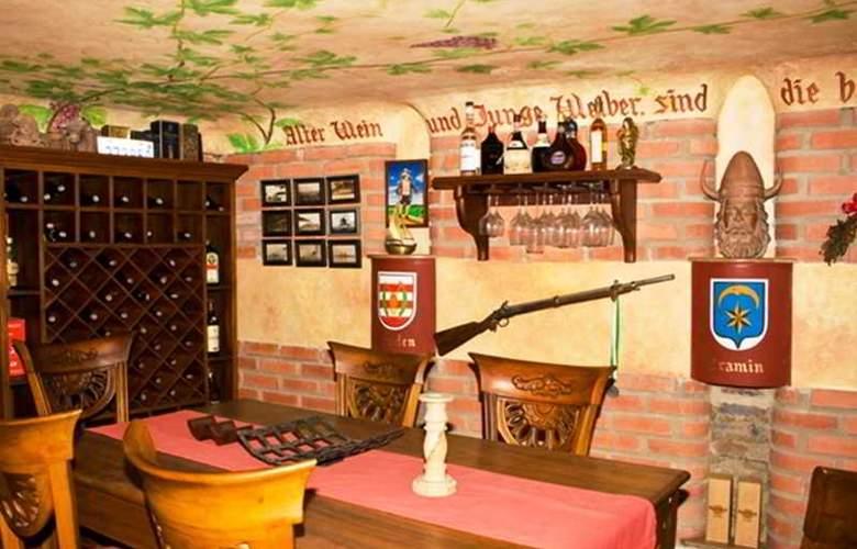 Castel House - Restaurant - 3