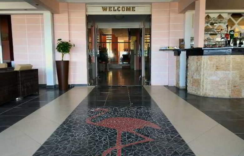 Flamingo Beach - Hotel - 0