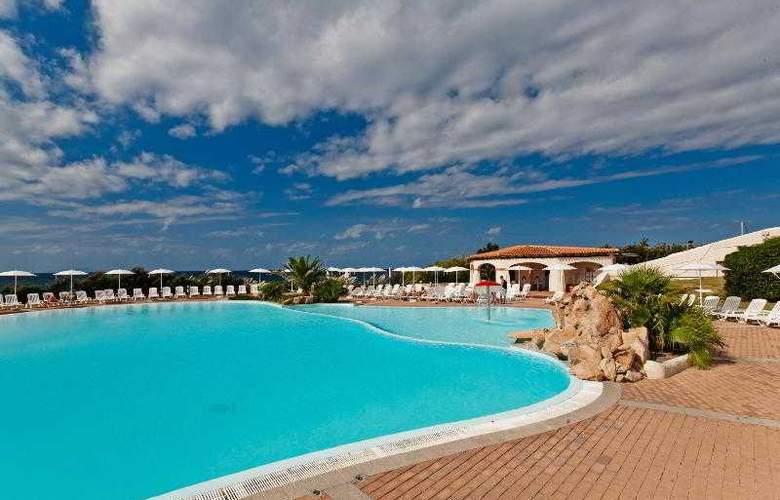 La Plage Noire Hotel & Resort - Pool - 9