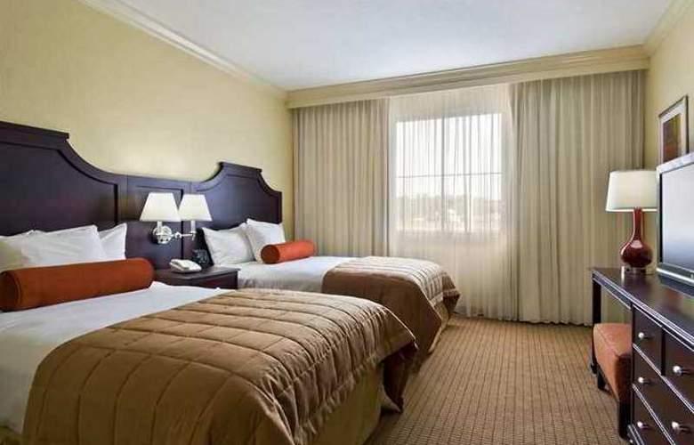 Embassy Suites Tampa Brandon - Hotel - 1