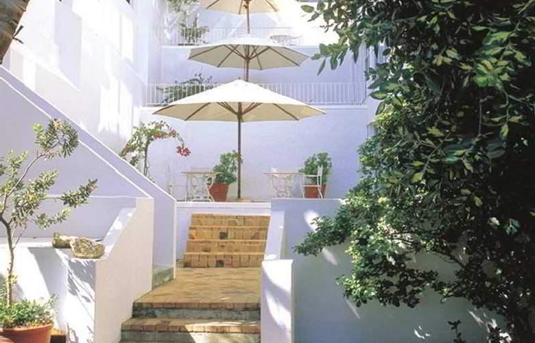 Ambassador & Executive Suites - Terrace - 2