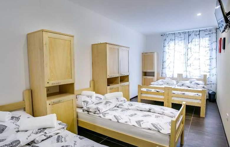 Hostel Moving - Room - 21
