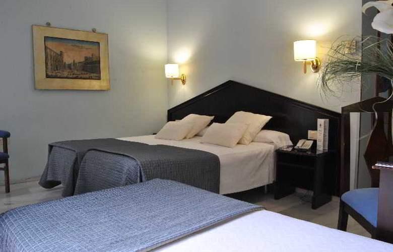 Navas - Room - 15