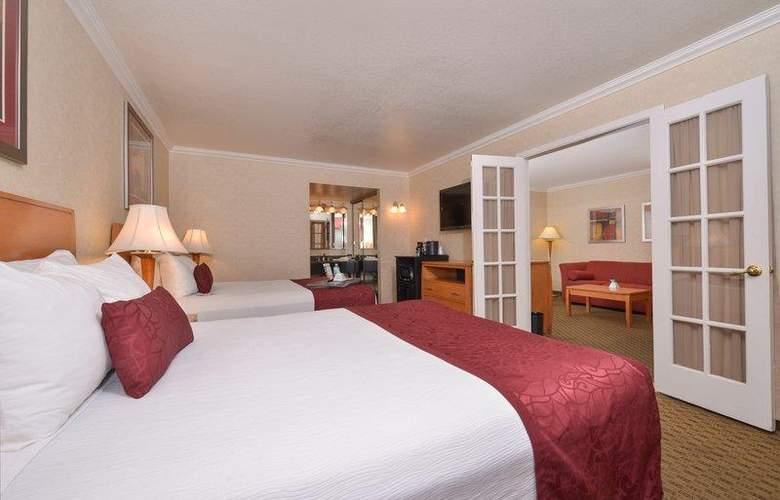 Best Western Plus Innsuites Phoenix Hotel & Suites - Room - 34