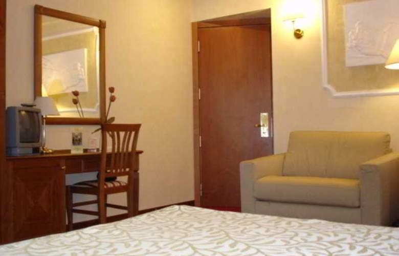 Solis - Room - 3