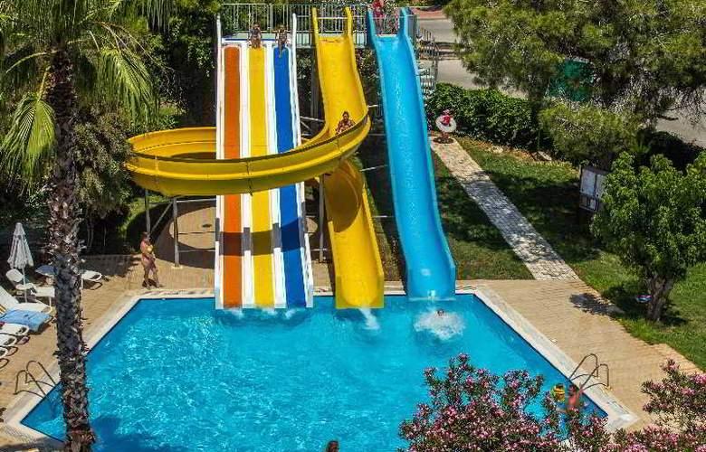 Belinda - Pool - 10