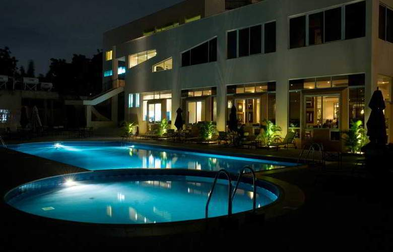 The African Regent Hotel - Pool - 3