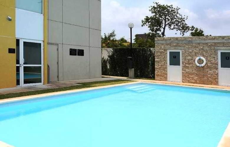 City Express Chetumal - Pool - 3
