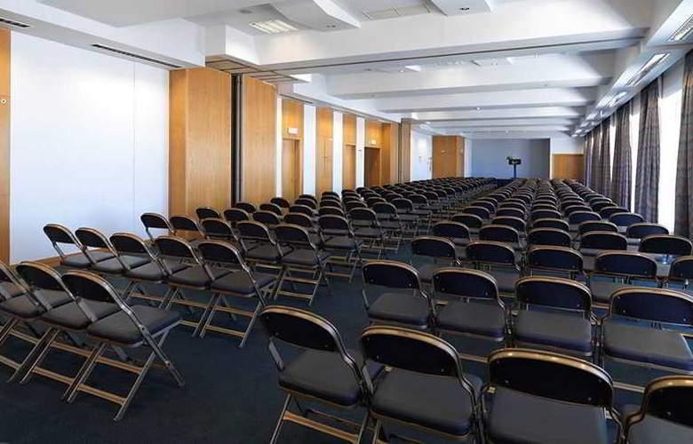 Eva - Conference - 9