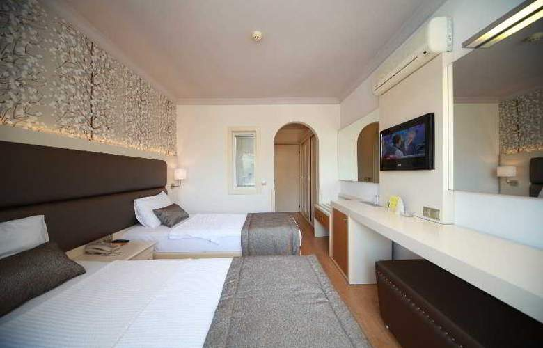 Grand Hotel Faros - Room - 6