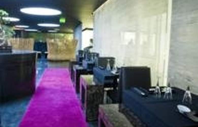 DoubleTree by Hilton Lisbon - Fontana Park - Restaurant - 18