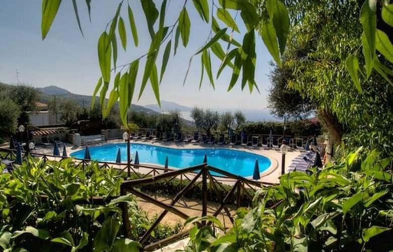 Freedom Holiday Residence - Pool - 2