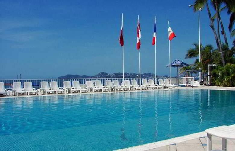 Elcano - Pool - 5