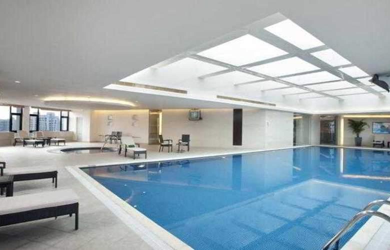 Holiday Inn Vista - Pool - 3