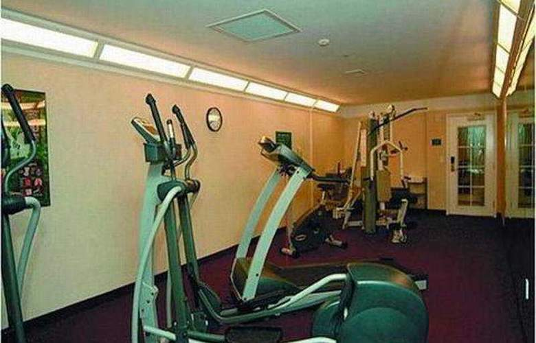 La Quinta Inn & Suites Arlington North 6 Flags Dr - Sport - 9