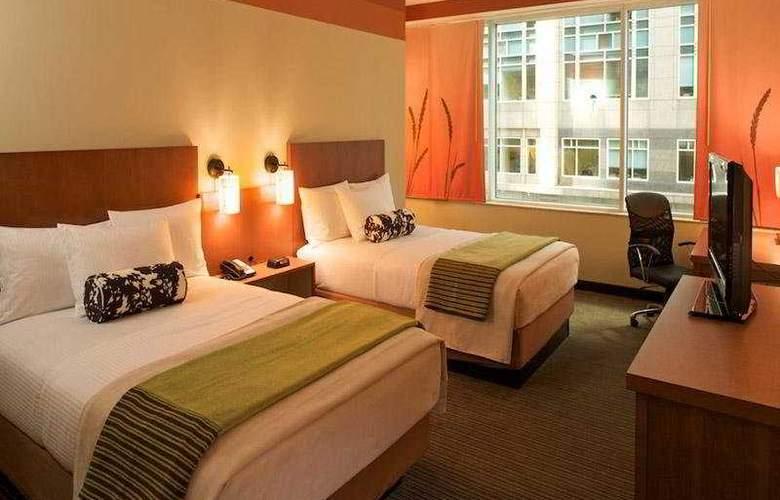 La Quinta Inn & Suites Chicago Downtown 2013 - Room - 3