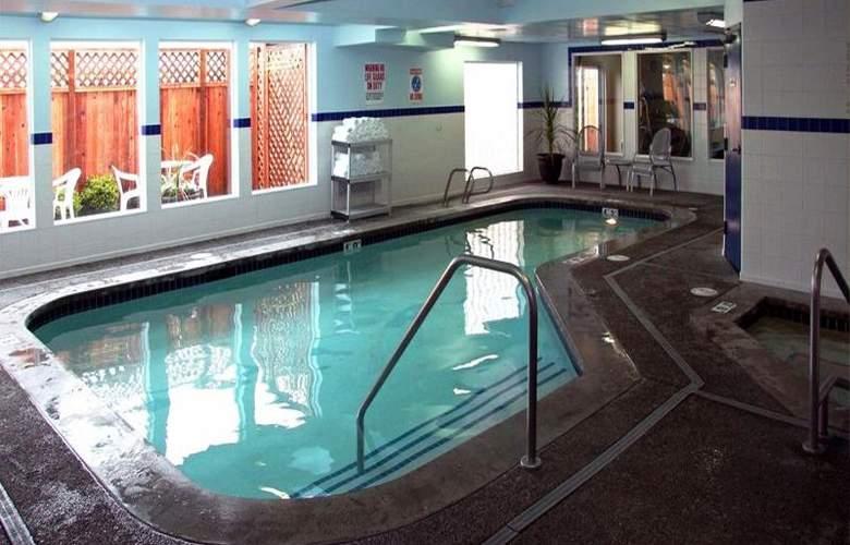 Best Western Plus Navigator Inn & Suites - Pool - 26