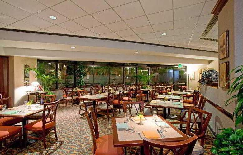 Crowne Plaza Los Angeles Airport - Restaurant - 28