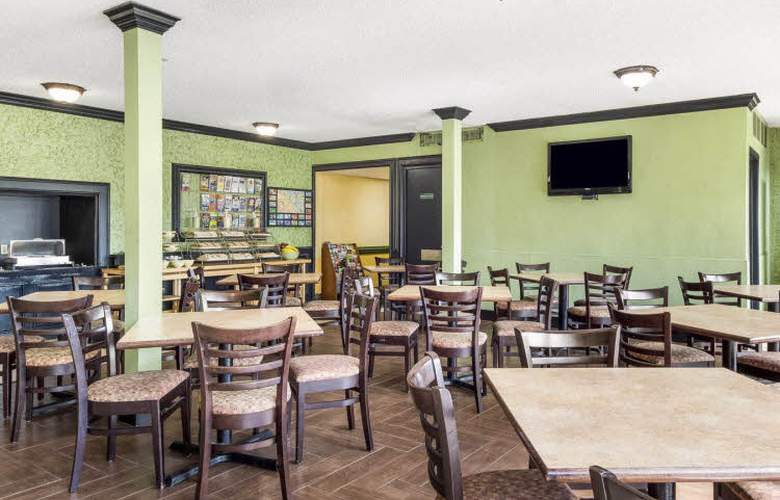 Quality Inn and Suites on the Beach - Restaurant - 4
