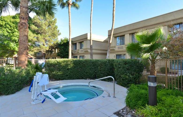 Best Western Tucson Int'l Airport Hotel & Suites - Pool - 121