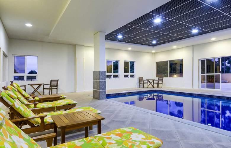 Ibis Styles Curitiba Santa Felicidade - Pool - 2