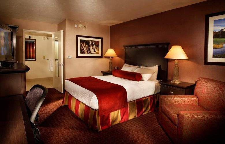 Best Western Plus Hilltop Inn - Room - 0