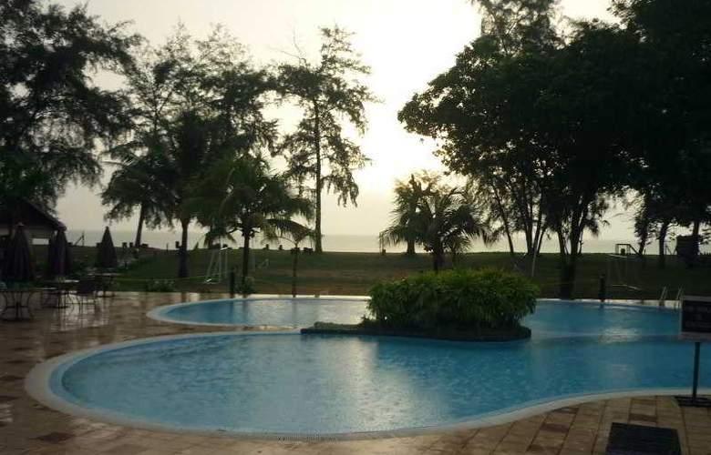 Suria Cherating Beach Resort - Pool - 13