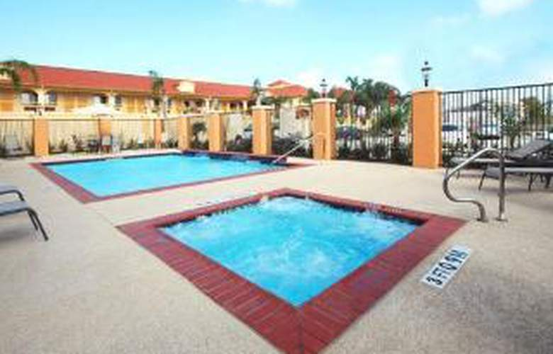 Comfort Suites Hobby Airport - Pool - 6