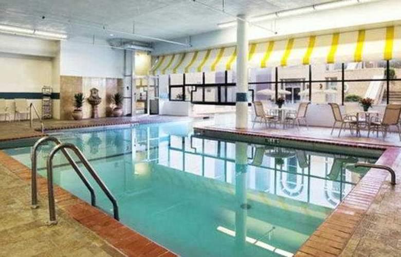 Crowne Plaza St Louis Clayton - Pool - 4