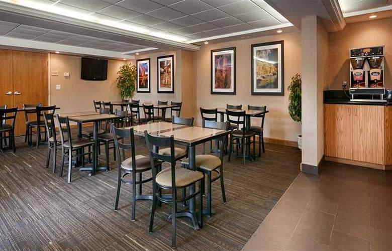 Best Western Town & Country Inn - Restaurant - 99
