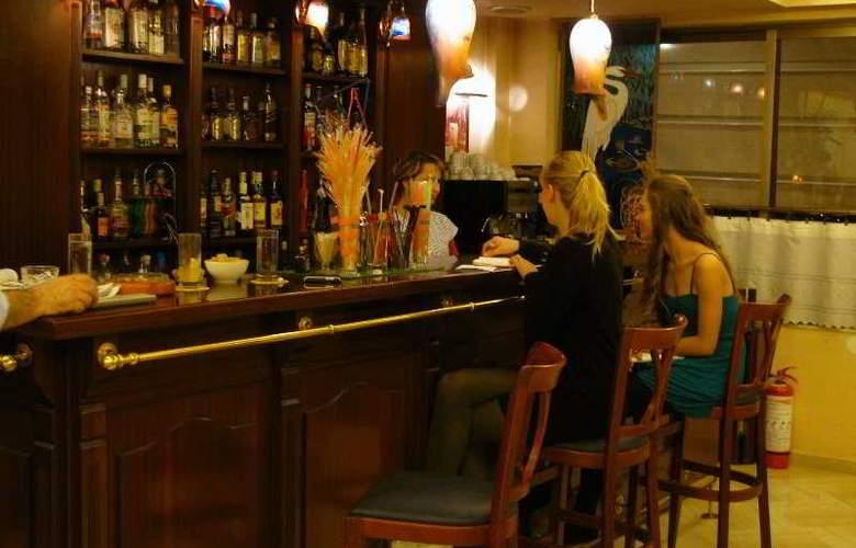 Nicola - Bar - 11