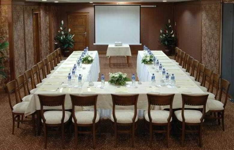 Grand Oztanik - Conference - 6