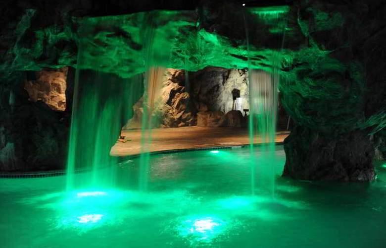 Sugar Bay Resort & Spa - Pool - 4