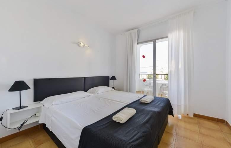 Apartamentos San Antonio Beach - Room - 2