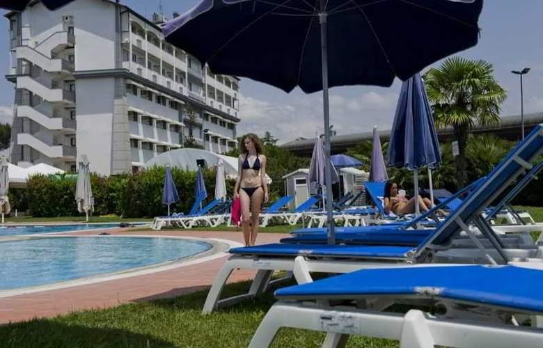 Aris Garden - Pool - 7