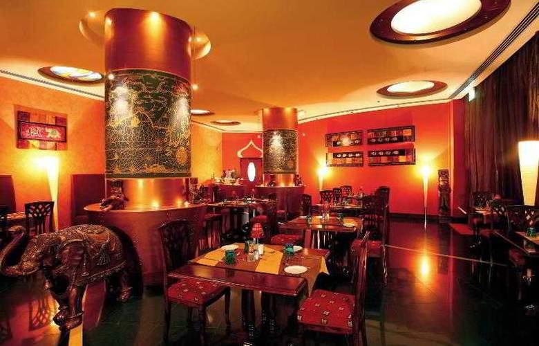 Le Meridien Al Aqah Beach Resort - Restaurant - 37