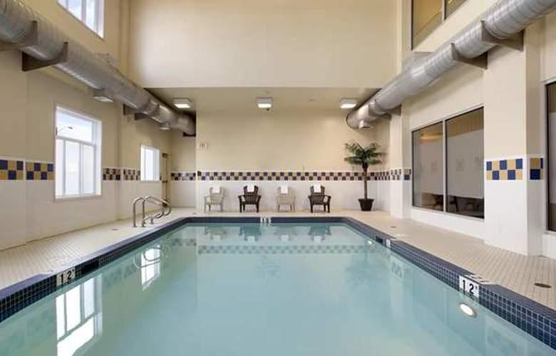 Hilton Garden Inn West Edmonton - Pool - 2