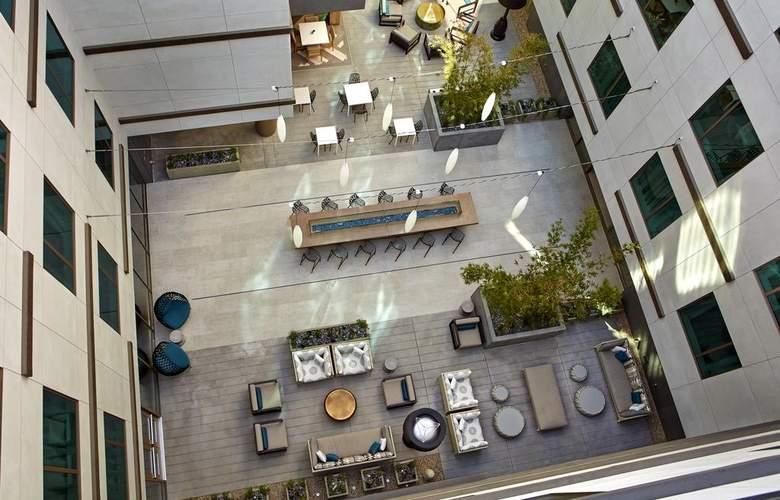 Hilton Garden Inn San Diego Downtown/Bayside - Terrace - 8