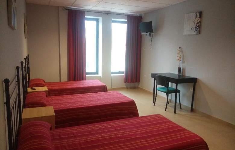 Hostal La Molina - Room - 6