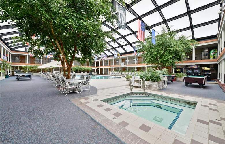 Best Western Green Bay Inn Conference Center - Pool - 86
