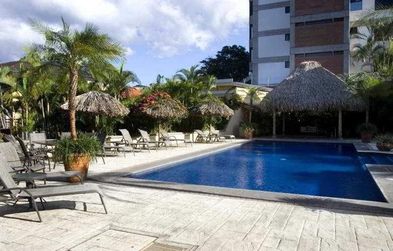 Apartotel & Suites Villas del Rio - Pool - 5