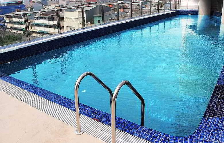 Hariston Hotel & Suites - Pool - 3