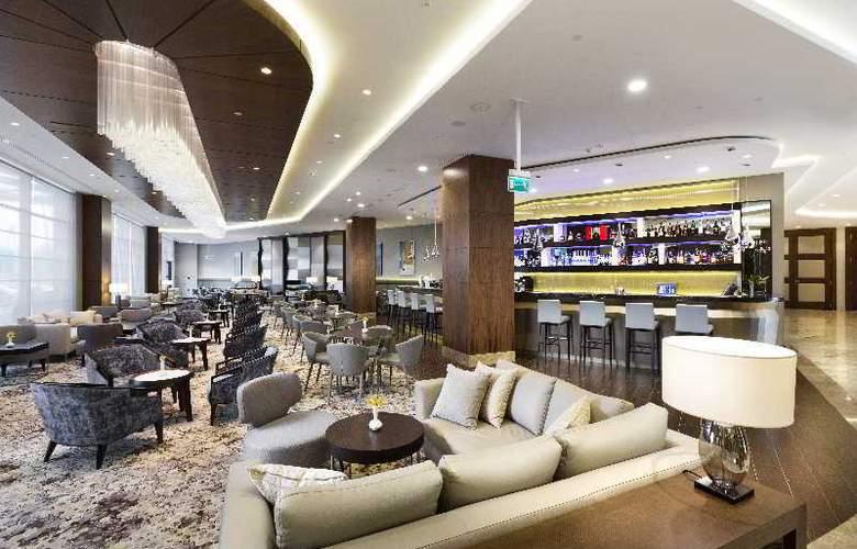DoubleTree by Hilton Warsaw - Bar - 23