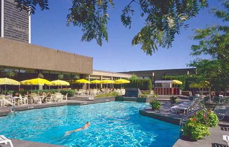 Hilton Montreal Bonaventure - Pool - 2