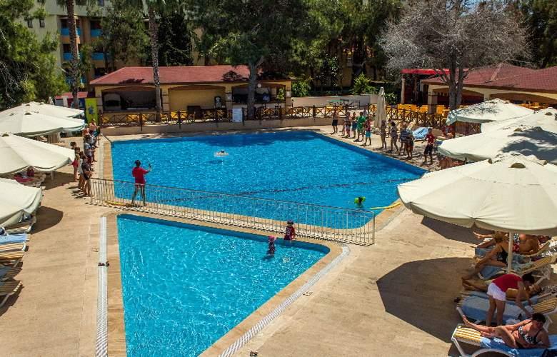 Belinda - Pool - 7